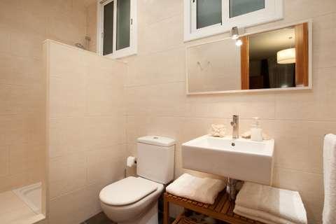 Apartments barcelona - bathroom of the apartment Sant Pau 4