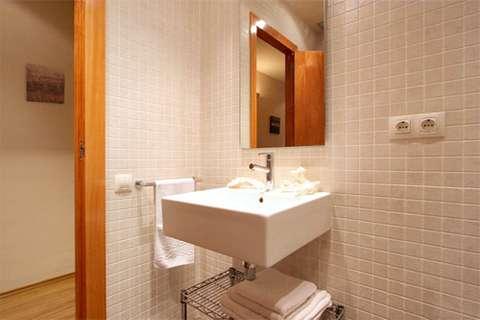 Apartments in Barcelona - Bathroom of Sant Pau 4 apartment