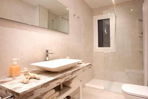 Terrace Corcega 2 barcelona apartment - bathroom